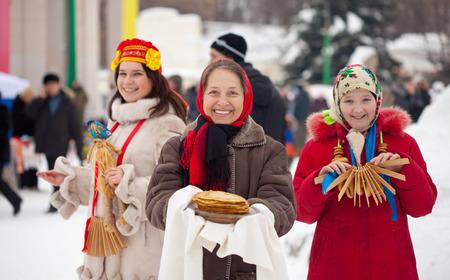 sudarium: Women plays during Shrovetide at Russia