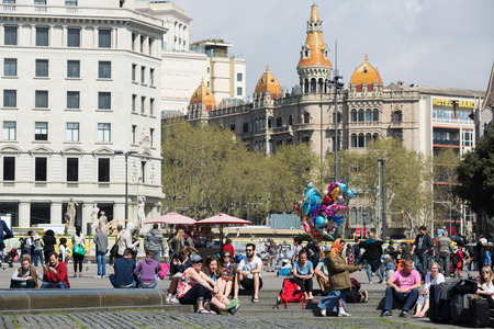 avenues: BARCELONA, SPAIN - APRIL  5, 2015:  People in Catalonia Square in sunny day. Barcelona, Catalonia.  Some of most important streets and avenues meet at here. Center of business and cultural life Editorial