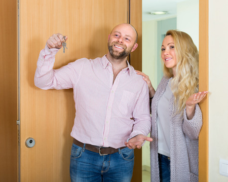 hypothec: Smiling married couple coming to see new flat