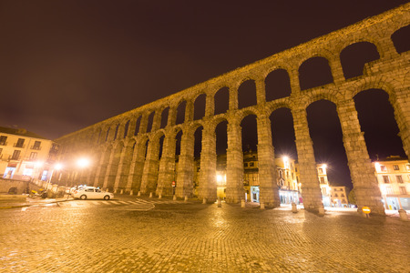 acueducto: Wide angle shot of   Roman Aqueduct in night. Segovia