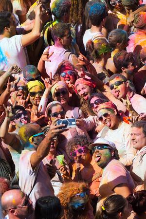 colores: BARCELONA, SPAIN - APRIL 12, 2015: Happy people at  Festival de los colores Holi in Barcelona