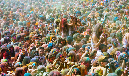 colores: BARCELONA, SPAIN - APRIL 12, 2015: Happy people during   Festival de los colores Holi. Holi is traditional holiday of India