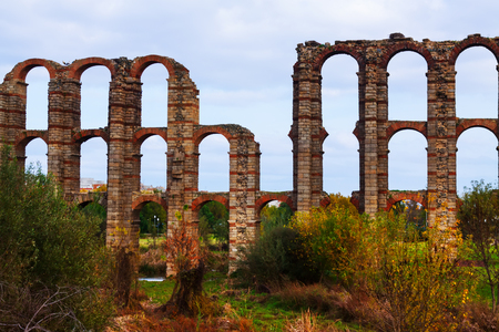 acueducto: antique  Roman Aqueduct of Merida in  autumn  time. Spain Stock Photo