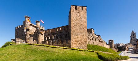 castile and leon: PONFERRADA, SPAIN - JUNE 28, 2015:  Templar Castle and city street.  Ponferrada, Castile and Leon, Spain