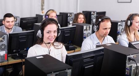 着信のテクニカル サポート ラインの成功の従業員 写真素材