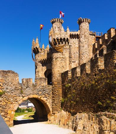castile and leon: Main gate of the Templar Castle. Ponferrada, Castile and Leon, Spain Editorial