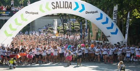 trituration: BARCELONA, SPAIN - JUNE 7, 2015: Happy people running  during   Festival The Color Run in Barcelona