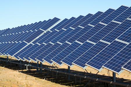 La nouvelle technologie de production d'énergie: système de panneau solaire électrique Banque d'images