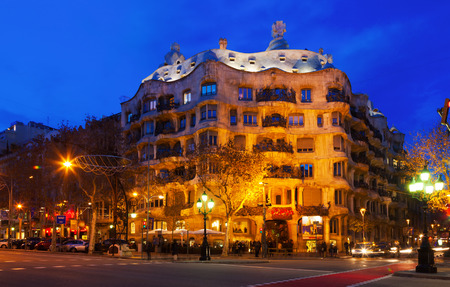 paseig: BARCELONA, CATALONIA - JANUARY 2, 2014: Night view of Casa Mila (La Pedrera) in Barcelona, Catalonia