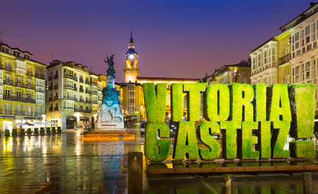 vitoria: VITORIA, SPAIN - JULY 4, 2015:  Vegetable symbol of European Green Capital 2012-2013, in the Plaza de la Virgen Blanca Editorial