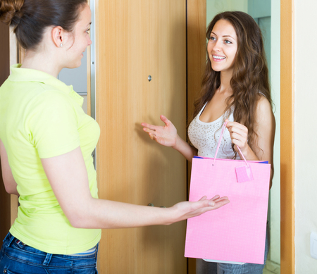 cognate: Girl visiting her girlfriend with gift