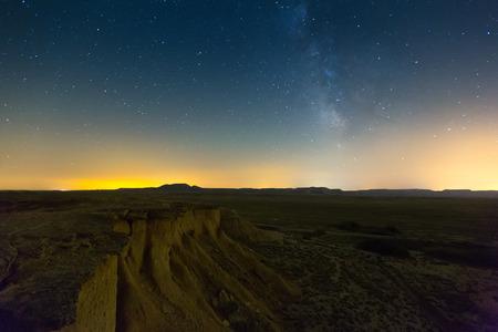 Opinión De La Noche Del Paisaje Del Desierto De Las Bardenas Reales