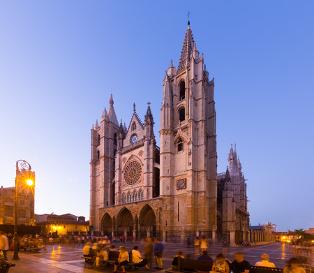 castile: Cathedral of Leon in evening.  Castile and Leon, S Stock Photo