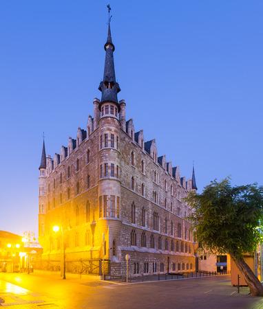 castile leon: The Casa de los Botines (built 1892-1893) is a Modernist building. Leon,  Castile and Leon, Spain