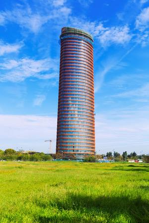 torre: SEVILLE, SPAIN - NOVEMBER 19, 2014: Torre Cajasol or Torre Pell in Seville.  Construction of the final stage