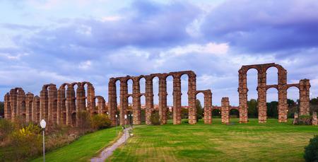 acueducto: antique  Roman Aqueduct of Merida