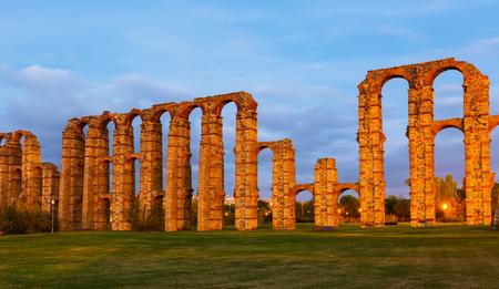 acueducto: twilight view of Acueducto de los Milagros. Merida, Spain