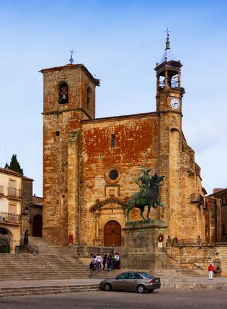 pizarro: Day view of Church and  statue of Francisco Pizarro at  Plaza Mayor. Trujillo