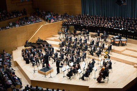 BARCELONA, SPAIN - NOVEMBER 08, 2015: Audience and orchestra at the concert Carmina Burana in music hall Auditori Banda municipal de Barcelona, Catalonia. Редакционное
