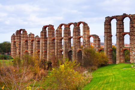 acueducto: autumn view of Acueducto de los Milagros - Roman aqueduct. Merida, Spain