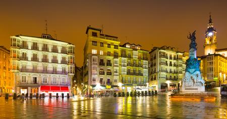 san miguel arcangel: Vista nocturna de Andre Maria Zuriaren plaza. Vitoria-Gasteiz, España
