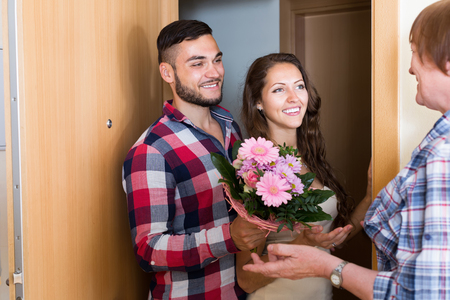 daughter in law: Young couple came to mother with flowers