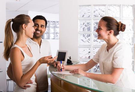 pacjent: American para dorosłych pacjentów odwiedzających kliniki planowania rodziny