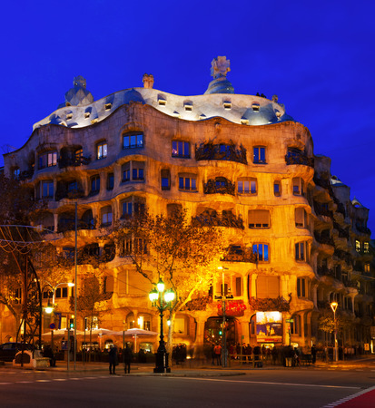 paseig: BARCELONA, CATALONIA - JANUARY 2, 2014: Night view of Casa Mila (La Pedrera) in Barcelona, Catalonia.  House was built in 1905–1910 by Catalan architect Antoni Gaud