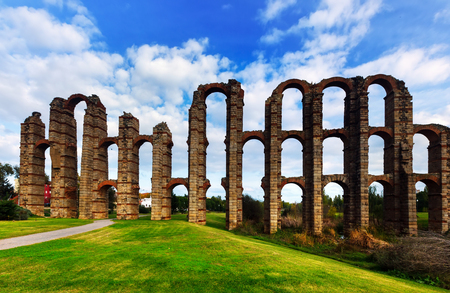 acueducto: Acueducto de los Milagros - Roman aqueduct bridge. Merida, Spain Stock Photo