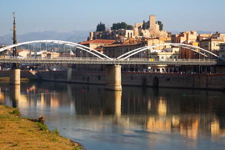 ebre: Day view of Ebro  with bridge and Suda Castle in Tortosa.  Spain