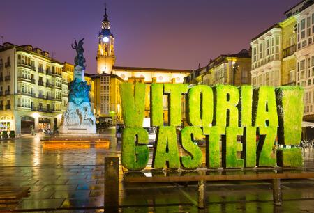 san miguel arcangel: Vista de noche de la plaza Virgen Blanca (Andre Maria Zuriaren plaza). Vitoria, Espa�a