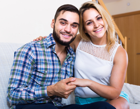 amigos abrazandose: Handsome russian guy and cheerful pretty girl smiling indoors Foto de archivo