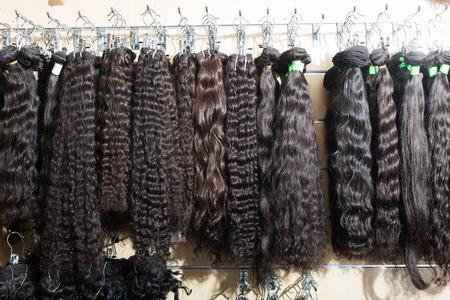 Assortiment van human hair extensions schoonheid in salon