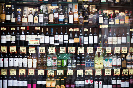 bebidas alcoh�licas: BARCELONA, SPAIN - OCTOBER 27, 2015: View at glass display of ordinary liquor store with alcoholic beverages in bottles