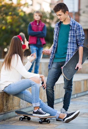 16s: Jealous teen and his friends after conflict outdoors