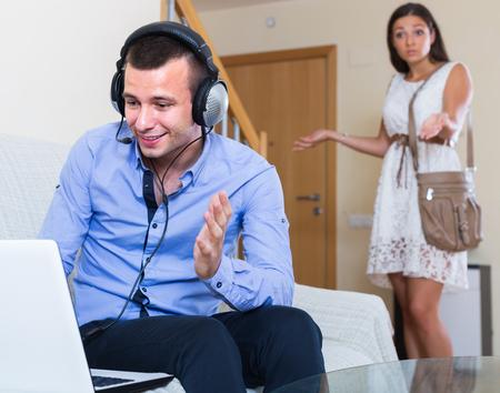 blaming: Stressed girl blaming boyfriend in visiting date sites Stock Photo