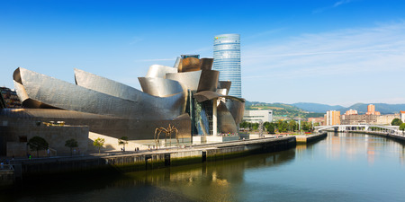 frank   gehry: BILBAO, SPAIN - JULY 4, 2015:  Guggenheim Museum Bilbao is  museum of modern and contemporary art, designed   architect Frank Gehry. Bilbao, Basque Country