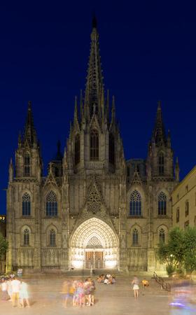 gotico: Catedral de Barcelona en la noche. Catedral gótica en el Barrio Gótico. Barcelona, ??España