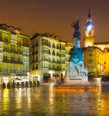 san miguel arcangel: Plaza Andre Maria Zuriaren en tiempo de la tarde. Vitoria, España