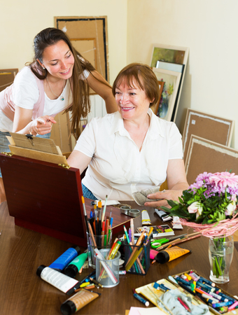 the admirer: Mature woman draw a picture for her admirer
