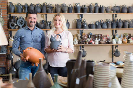 atelier: Woman and man purchasing clay and ceramic dish-ware in local atelier
