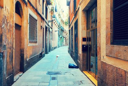 gotico: Antigua calle estrecha de la ciudad europea. Barcelona, ??Cataluña