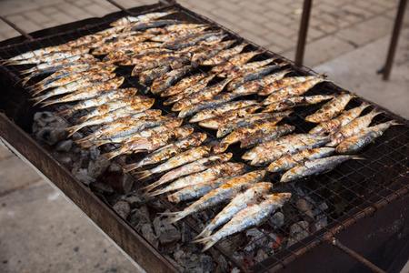 sardinas: Catalon plato nacional de preparaci�n sardinada sardinas fritas peque�a Foto de archivo