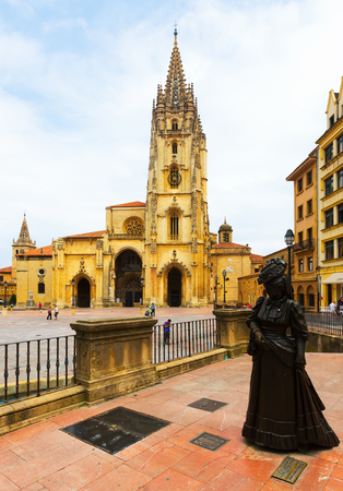 OVIEDO, SPAIN - JULY 2, 2015:  Cathedral of San Salvador (founded in 781 A.C.), and the Statue of La Regenta. Oviedo, Asturias, Spain Editorial