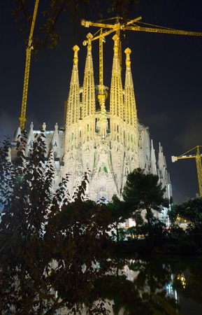 modernisme: BARCELONA, SPAIN - SEPTEMBER 13, 2014: Sagrada Familia in evening. Barcelona. Basilica and Expiatory Church of Holy Family by Gaudi Editorial