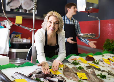 positive Shop Sachen auf Eis Fische im Supermarkt gekühlt meistverkaufte