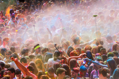 colores: BARCELONA, SPAIN - APRIL 12, 2015: Happy people during   Festival de los colores Holi in Barcelona. Holi is traditional holiday  of Indian culture