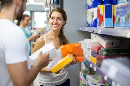 vend: Smiling girl buying napkins for kitchen in the shopping mall