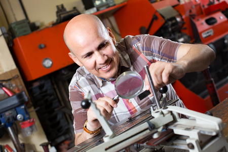 nameboard: worker making nameboard on printing system lathe Stock Photo