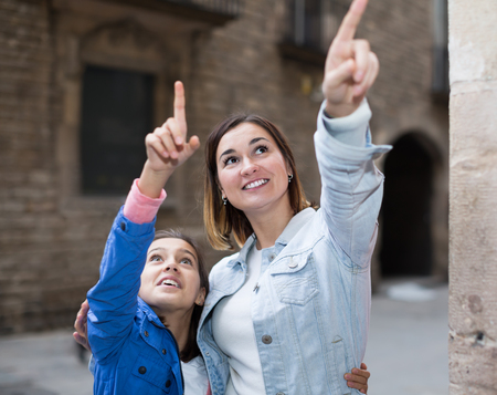journeying: Adult mother and daughter looking at sight during sightseeing tour